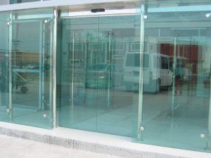 Manetli Kapı